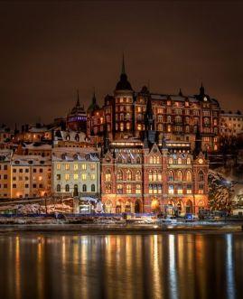 Södermalm stockhon suède suédois suède by night stockholm la nuit couleurs eau rive rivière stockholm